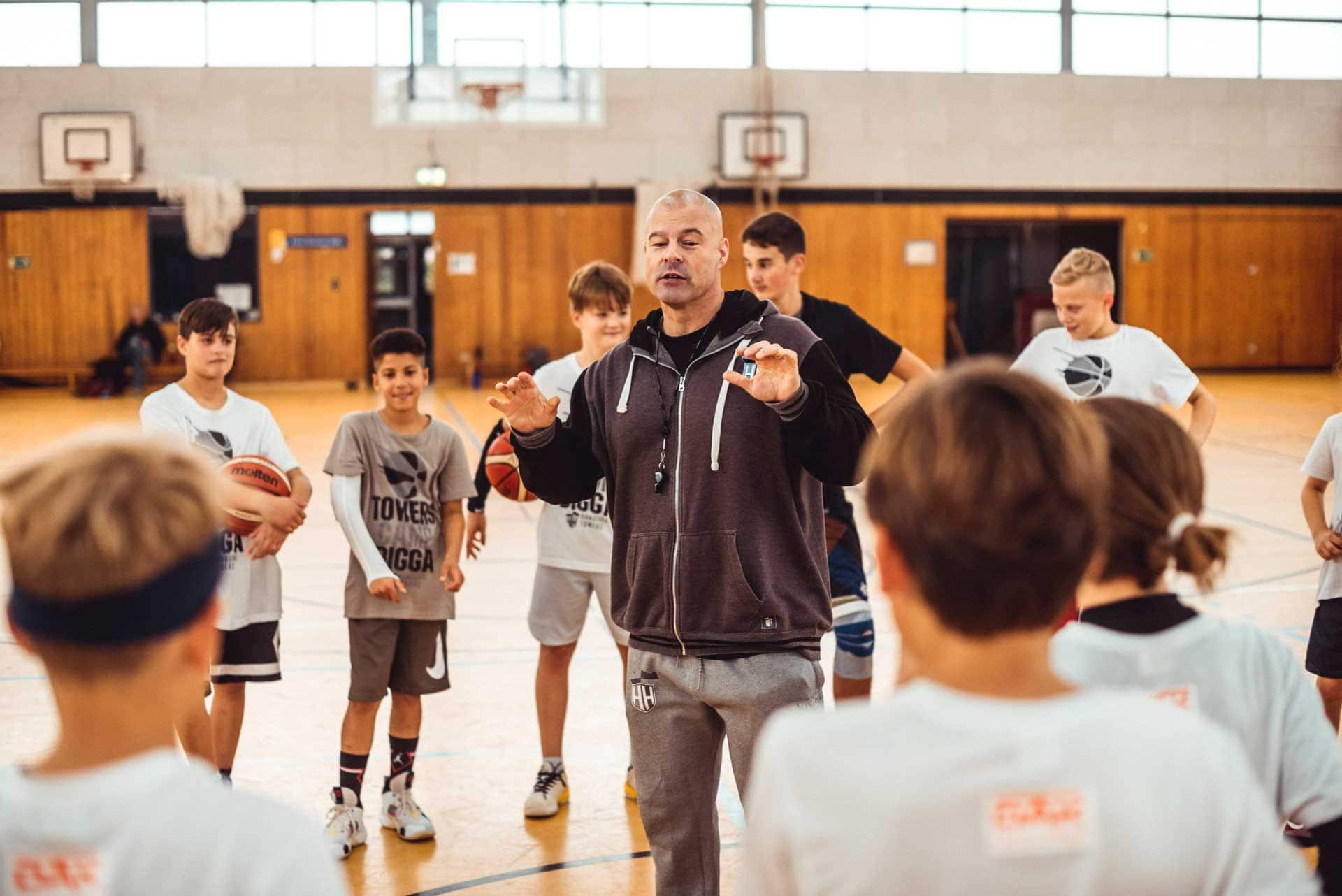 Towers Camp 2019 Okt ©ts b85 web besser 1 - Wie Basketball Menschen vereint